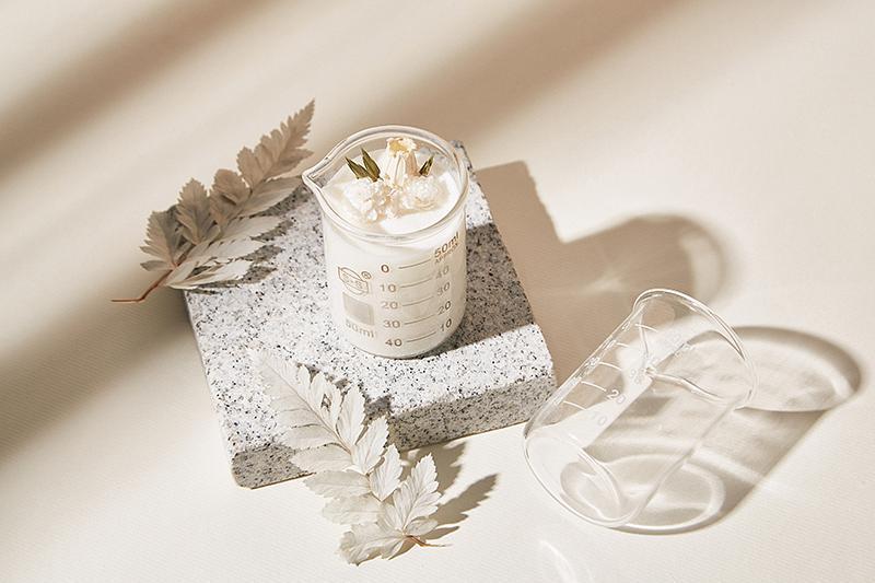MAYBES AROMA白透感小燒杯乾燥花精油香氛大豆蠟燭 誠品線上